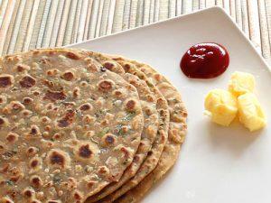 प्याज़ की रोटी/पराठा बनाने की विधि - Onion Roti/Paratha Recipe in Hindi 1